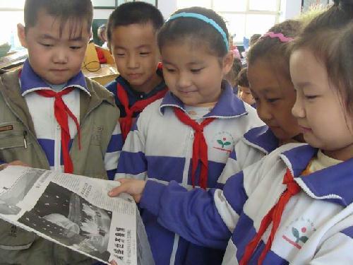 城区小学生观赏 全运赛事 提高 爱国高清图片